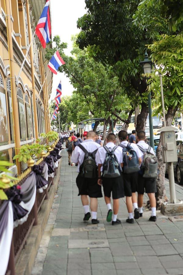 Estudantes no uniforme em Ásia imagem de stock royalty free