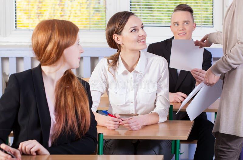 Estudantes prontos para um exame imagens de stock