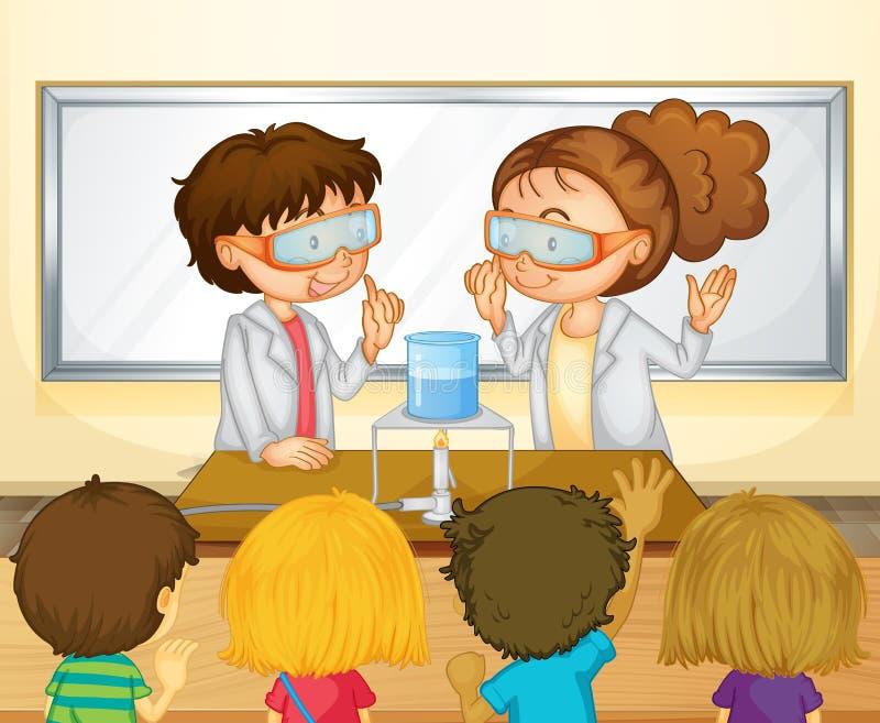 Estudantes que fazem a experiência da ciência na sala de aula ilustração royalty free