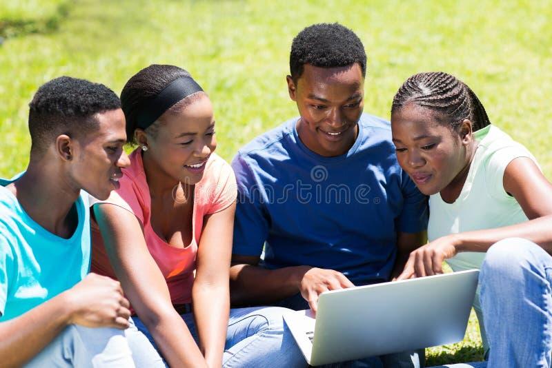 Estudantes universitário do grupo imagem de stock royalty free