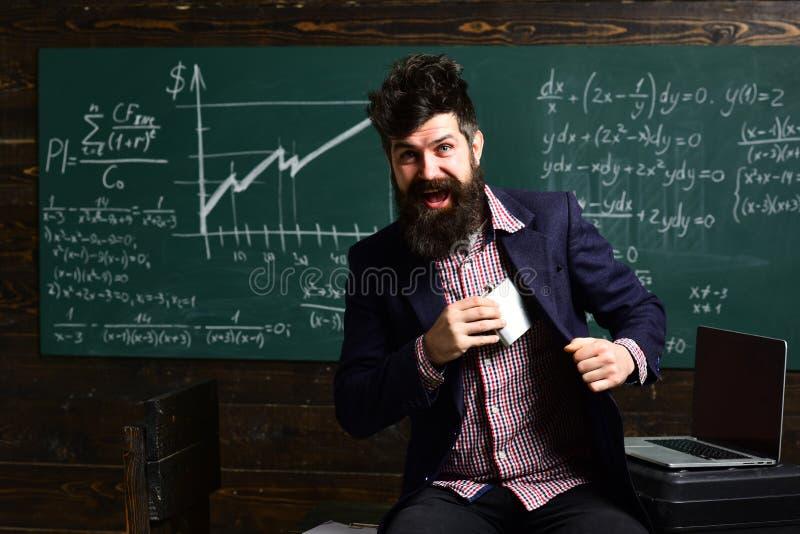 Estudantes universitário que estudam e que leem junto em conceitos da educação da classe planeamento O tutor precisa de ser entus fotos de stock royalty free