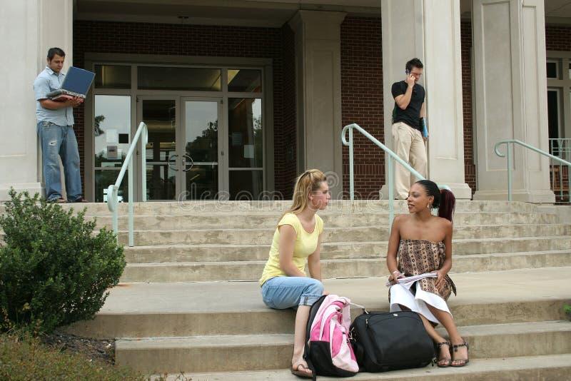 Estudantes universitários imagens de stock royalty free
