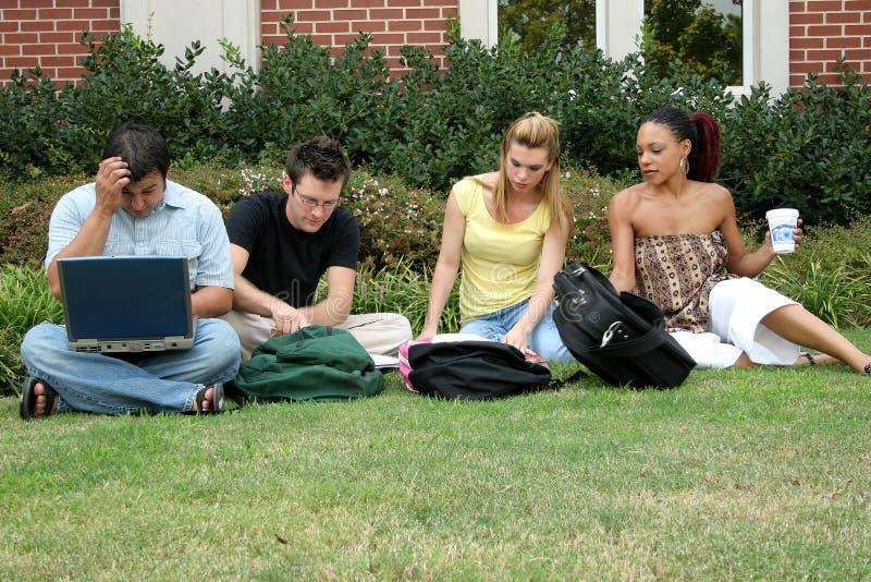 Estudantes universitários fotografia de stock royalty free