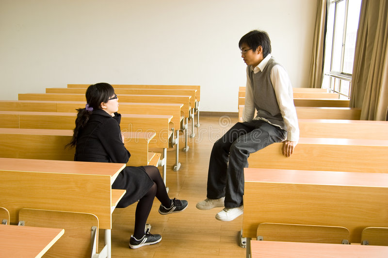 Estudantes universitários asiáticos imagens de stock royalty free
