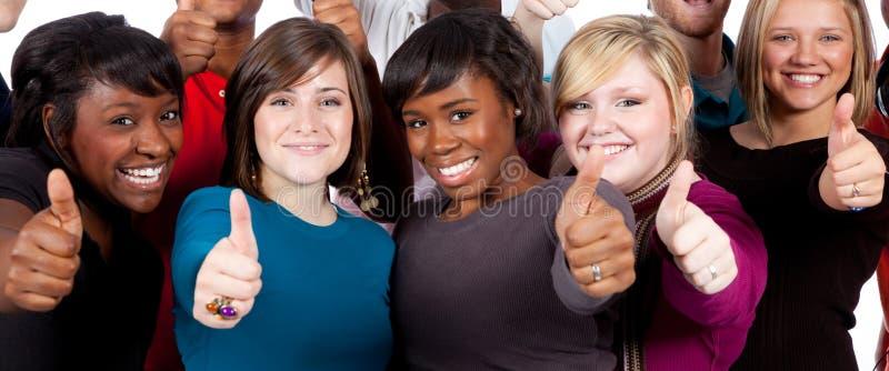 Estudantes universitários Multi-racial com polegares acima fotos de stock