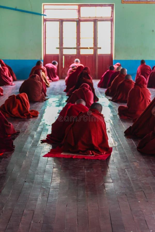 Download Estudiando, Nyaung Shwe En Myanmar (Burmar) Imagen de archivo editorial - Imagen de burmese, amigo: 42444419