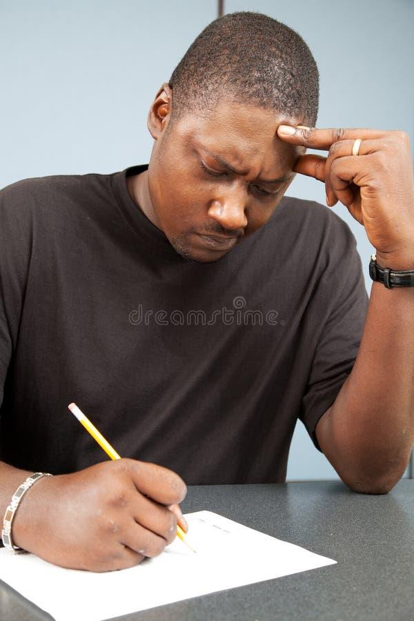 Estudiante adulto con ansiedad de la prueba foto de archivo