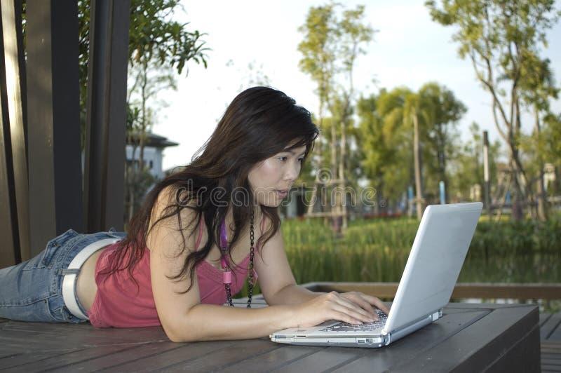 Estudiante al aire libre 2 imagenes de archivo