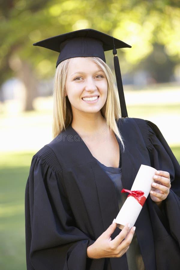 Estudiante Attending Graduation Ceremony fotografía de archivo libre de regalías