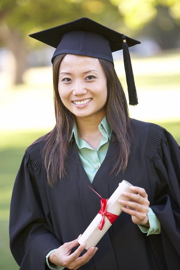 Estudiante Attending Graduation Ceremony foto de archivo libre de regalías