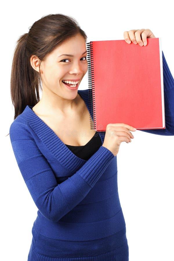 Estudiante con el cuaderno/la muestra en blanco fotos de archivo