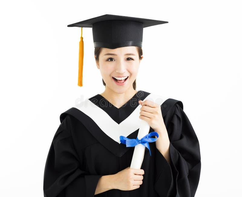 Estudiante de tercer ciclo de sexo femenino que sostiene el diploma imágenes de archivo libres de regalías