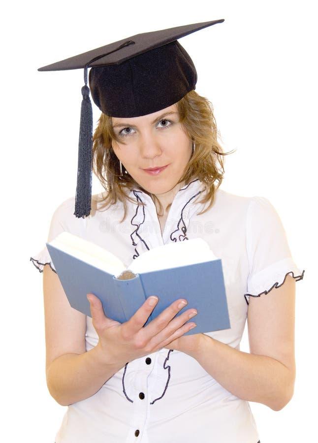 Estudiante de Yound que lee un libro imagen de archivo