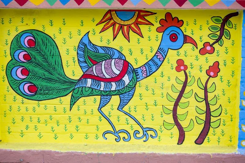 Estudiante del instituto del arte que pinta un wal colorido imagen de archivo