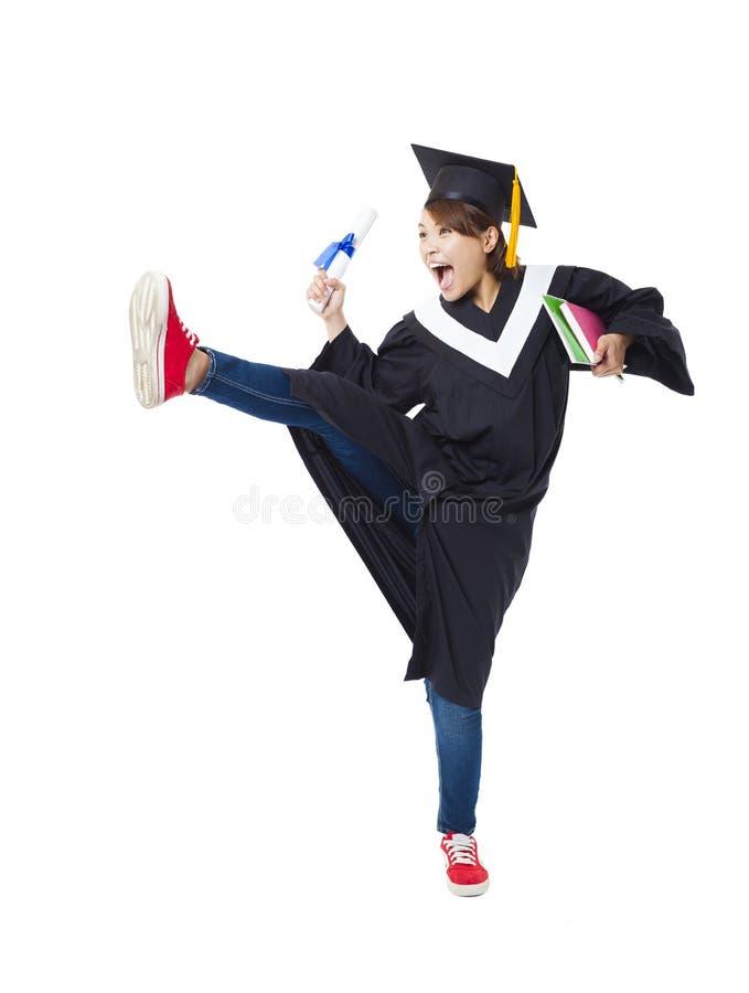 Estudiante feliz en el baile graduado del traje foto de archivo
