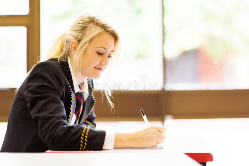 Estudiante femenino de la High School secundaria fotos de archivo libres de regalías