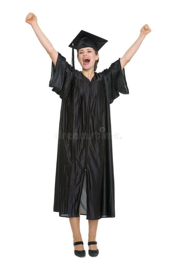 Estudiante femenino feliz que celebra la graduación imagen de archivo