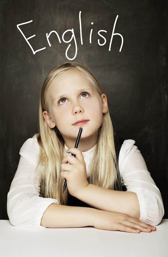 Estudiante femenino Learning English de la escuela primaria foto de archivo libre de regalías