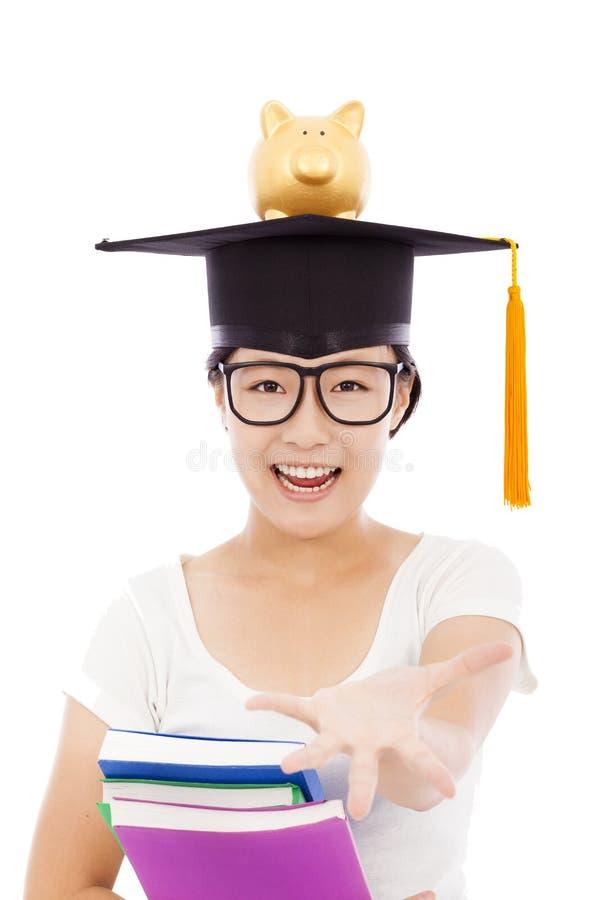 Estudiante joven asiático que estira la mano al gancho agarrador con la hucha fotos de archivo