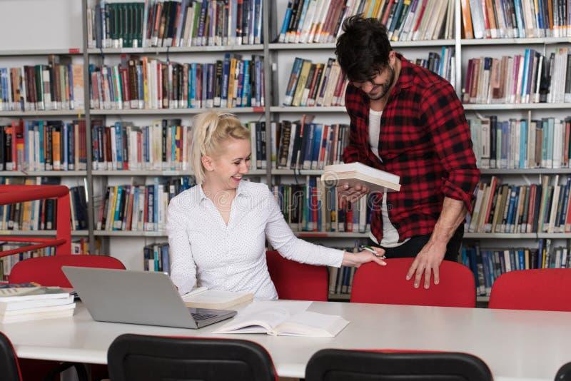Estudiante masculino hermoso Asking For Studying junto foto de archivo libre de regalías