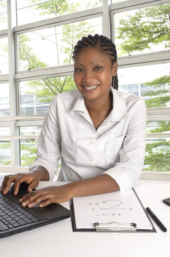 Estudiante/mujer de negocios africanos foto de archivo libre de regalías