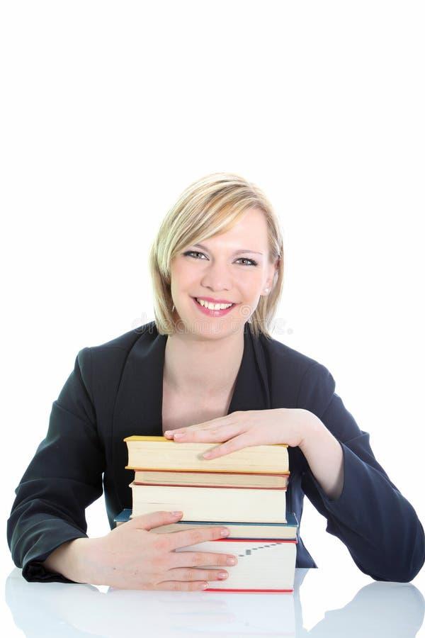 Estudiante o investigador joven con los libros foto de archivo libre de regalías
