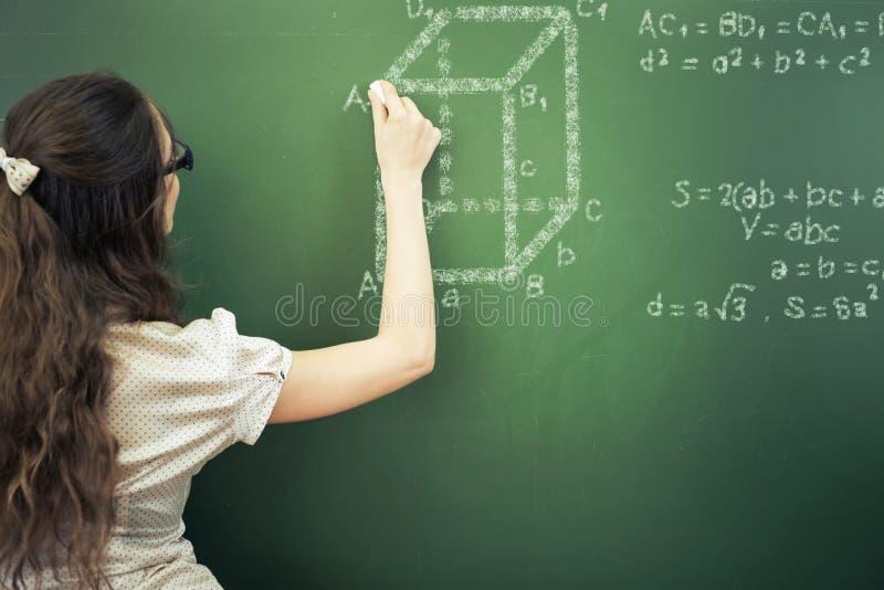 Estudiante O Profesor Elegante Que Dibuja Fórmula Matemática En La ...