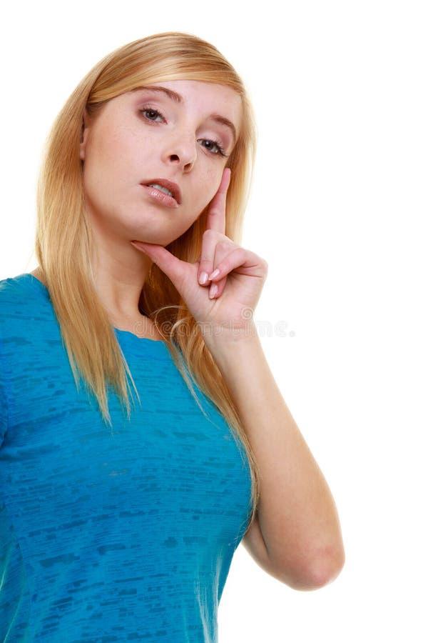 Estudiante pensativo pensativo rubio casual de la muchacha del retrato aislado foto de archivo