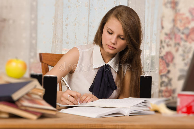 Estudiante que se prepara para un examen fotos de archivo