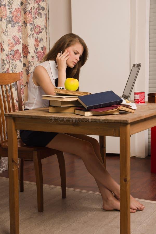 Estudiante que se prepara para un examen imagen de archivo