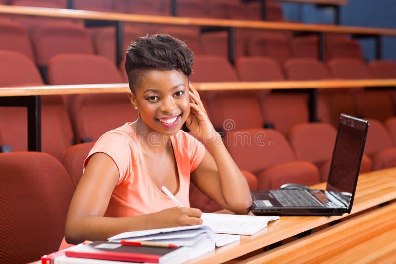 Estudiante universitario africano imagen de archivo libre de regalías