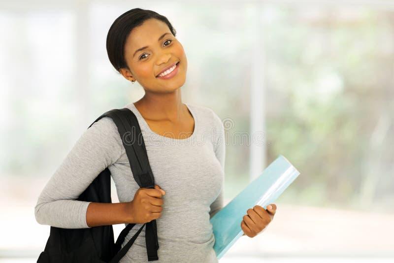 Estudiante universitario afroamericano imagen de archivo