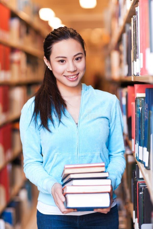 Estudiante universitario asiático imagenes de archivo