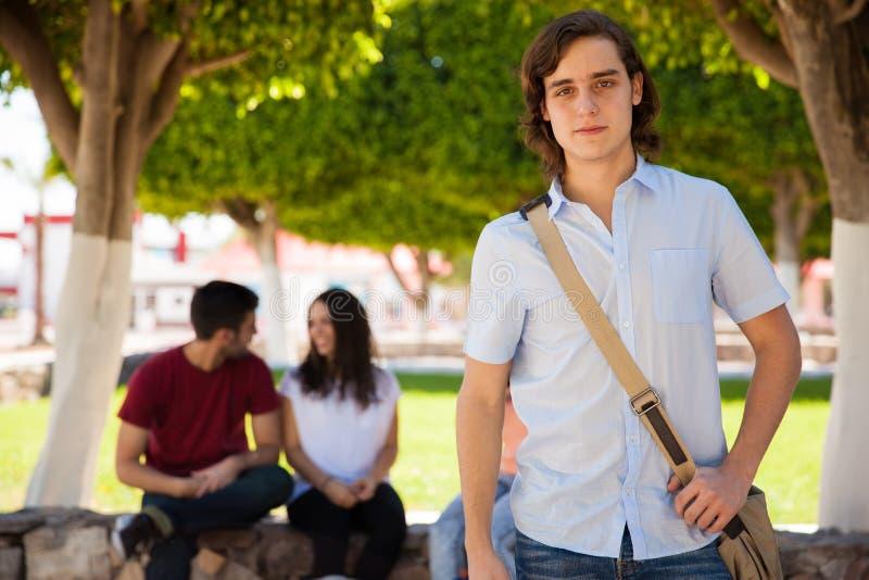 Estudiante universitario atractivo foto de archivo libre de regalías