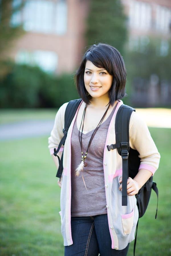 Estudiante universitario de la raza mezclada fotografía de archivo