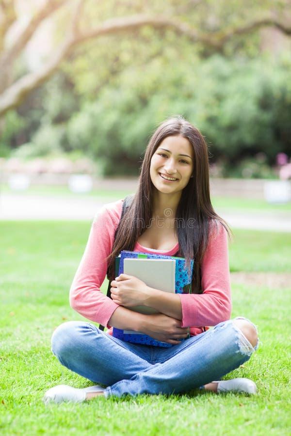 Estudiante universitario hispánico fotografía de archivo