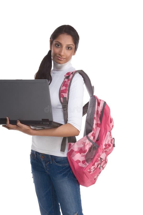 Estudiante universitario indio étnico con PC de la computadora portátil foto de archivo libre de regalías