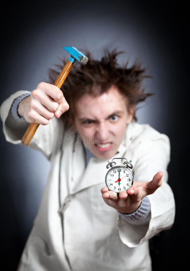 Estudiante y reloj de alarma locos imagenes de archivo