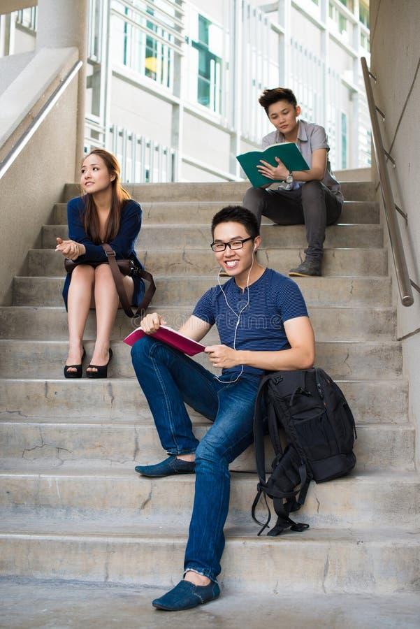 Estudiantes asiáticos imagen de archivo