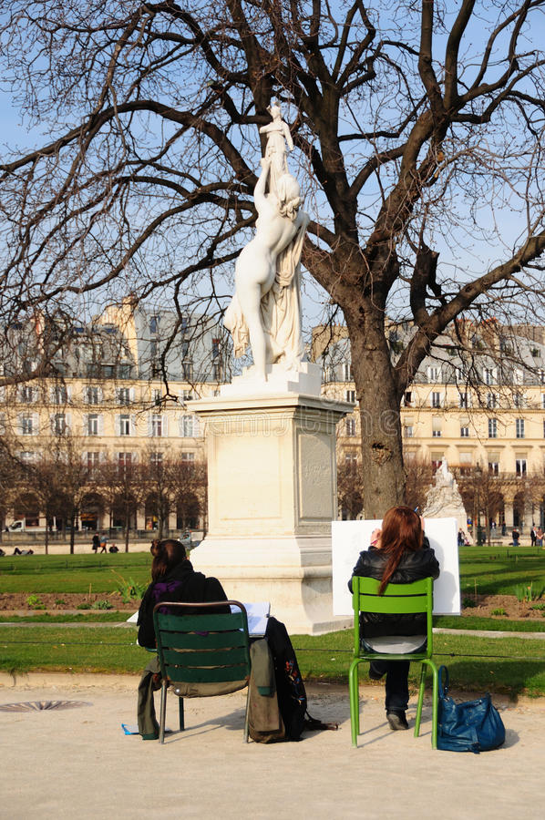 Estudiantes de arte en los jardines de Tuileries, París foto de archivo