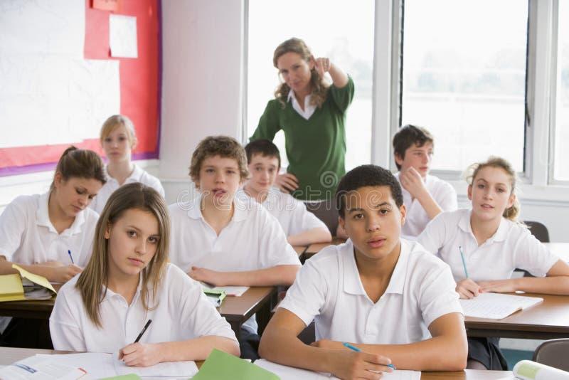 Estudiantes de la High School secundaria en clase fotografía de archivo