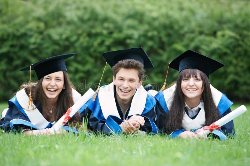 Estudiantes de tercer ciclo felices imagen de archivo libre de regalías