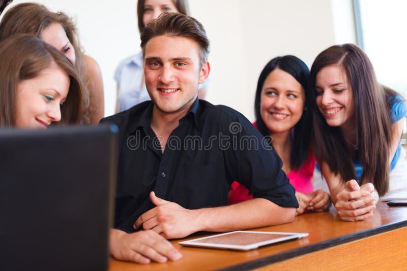 Estudiantes felices imágenes de archivo libres de regalías