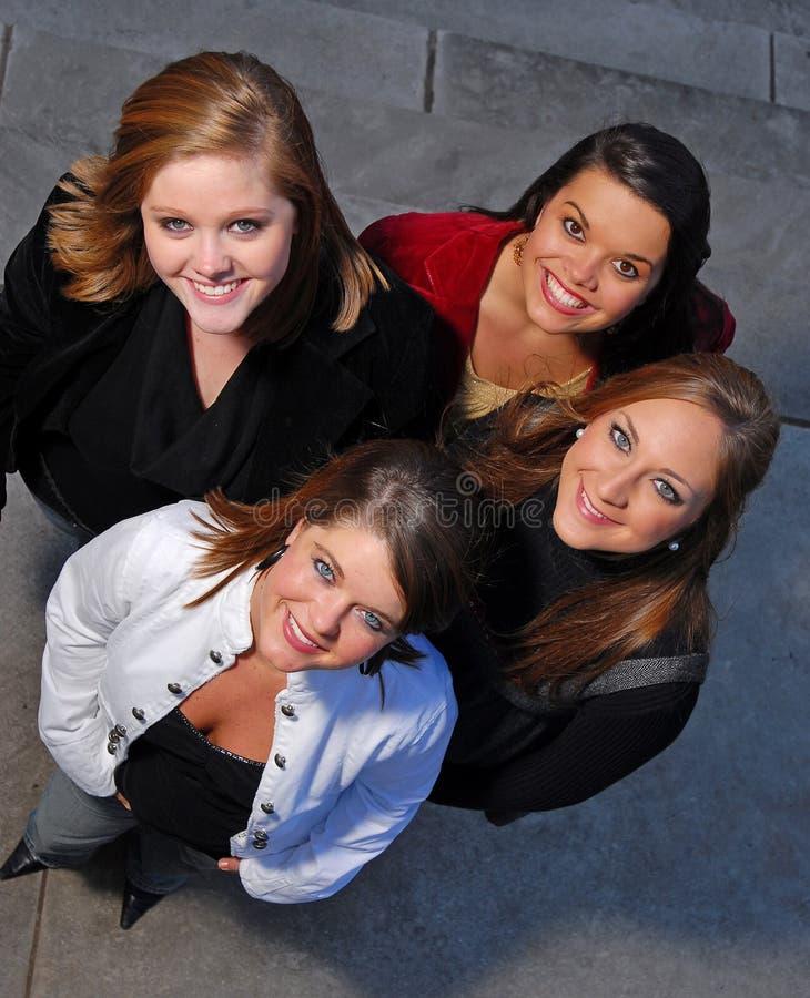 Estudiantes jovenes tirados de arriba fotografía de archivo