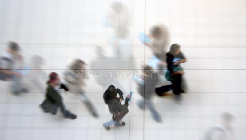 Estudiantes ocupados fotografía de archivo libre de regalías