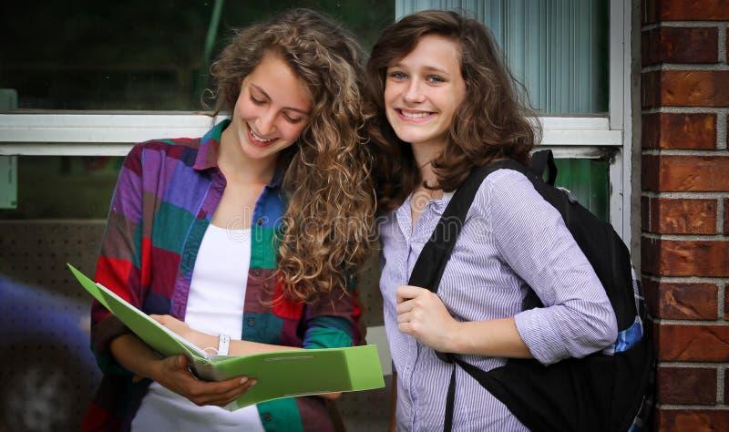 Estudiantes sonrientes imagenes de archivo