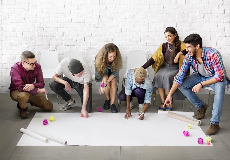 Estudiantes Team Designing Start del diseño encima del concepto fotografía de archivo libre de regalías