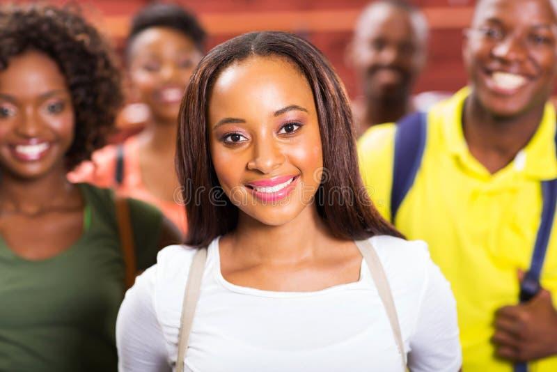 Estudiantes universitarios afroamericanos imagenes de archivo