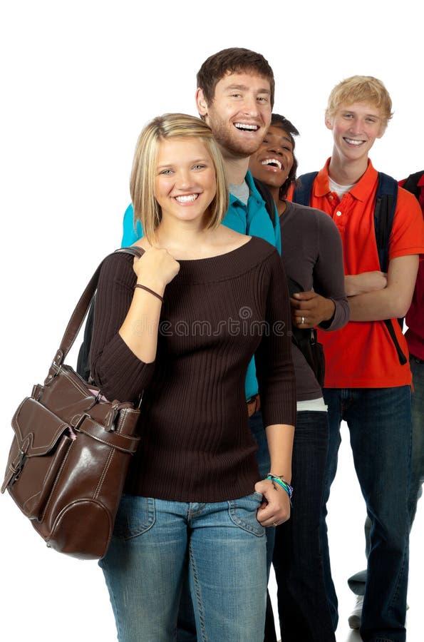 Estudiantes universitarios/amigos multiculturales foto de archivo