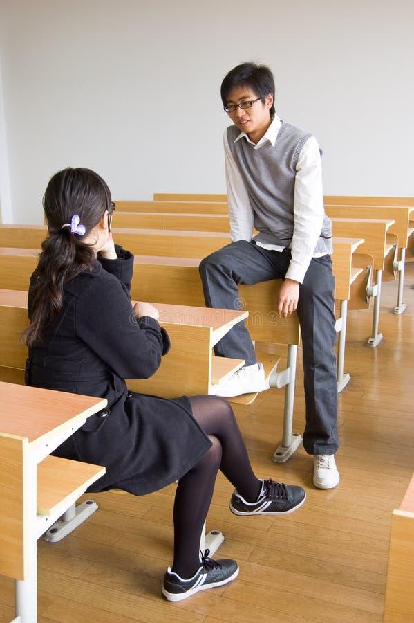 Estudiantes universitarios asiáticos imagenes de archivo